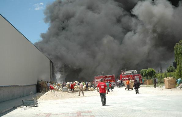 Konyada fabrika yangını 1