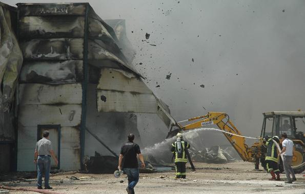 Konyada fabrika yangını 11