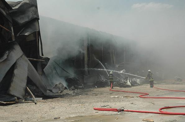 Konyada fabrika yangını 12