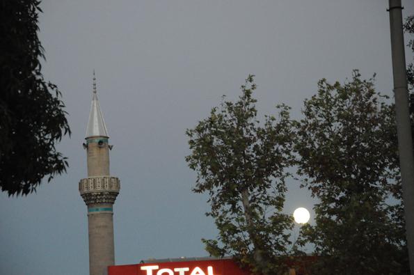 Kadı İzzeddin minaresinden dolunay 4