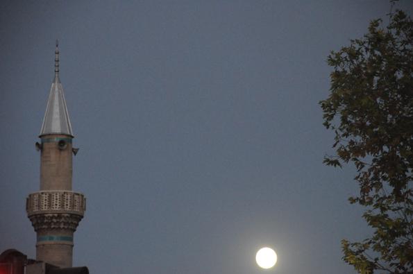 Kadı İzzeddin minaresinden dolunay 6
