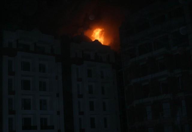 Yeni bina alev alev yandı 13