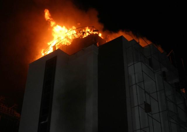 Yeni bina alev alev yandı 2