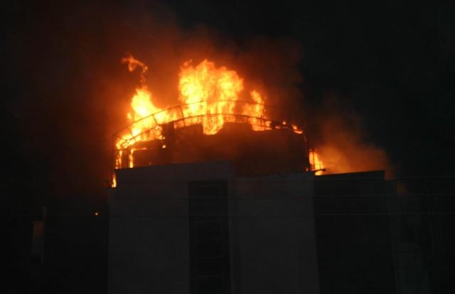 Yeni bina alev alev yandı 5