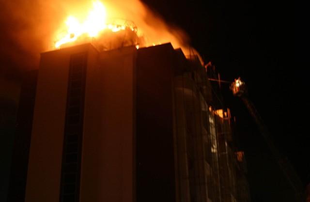 Yeni bina alev alev yandı 7