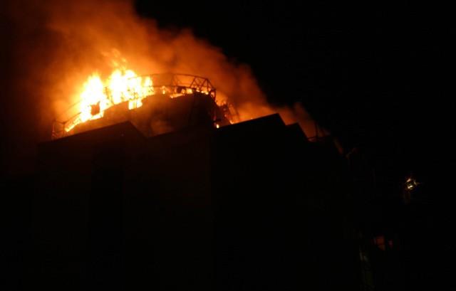 Yeni bina alev alev yandı 8
