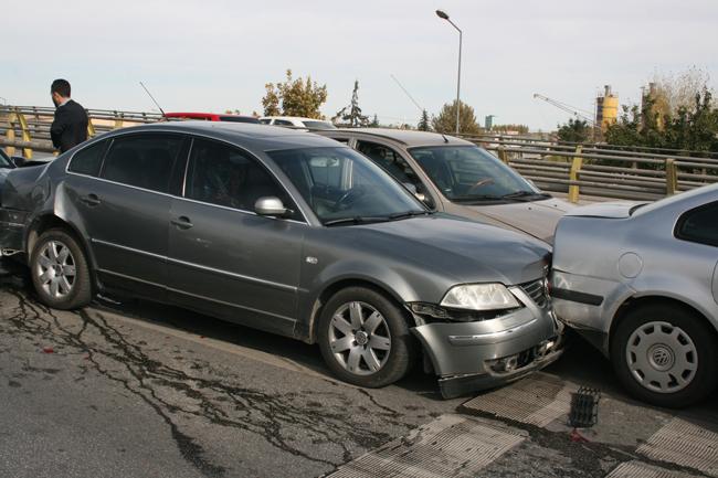 Kaza köprüsünde 10 araç birbirine girdi 1