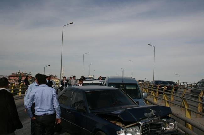Kaza köprüsünde 10 araç birbirine girdi 11