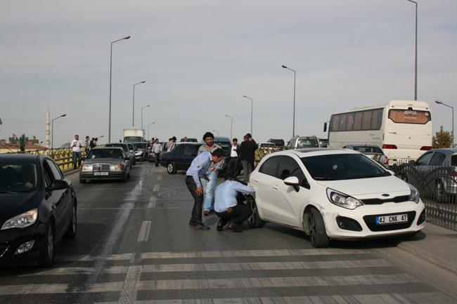 Kaza köprüsünde 10 araç birbirine girdi 15
