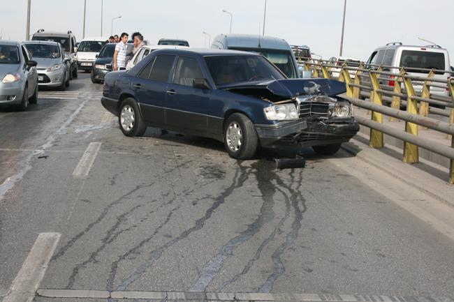 Kaza köprüsünde 10 araç birbirine girdi 16