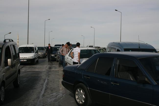 Kaza köprüsünde 10 araç birbirine girdi 17