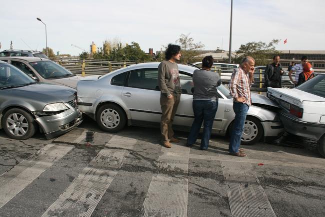 Kaza köprüsünde 10 araç birbirine girdi 2