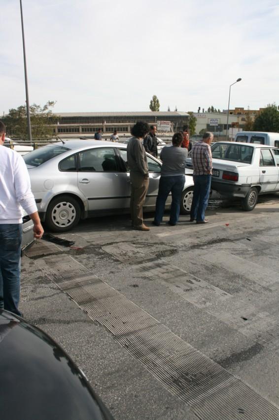 Kaza köprüsünde 10 araç birbirine girdi 3