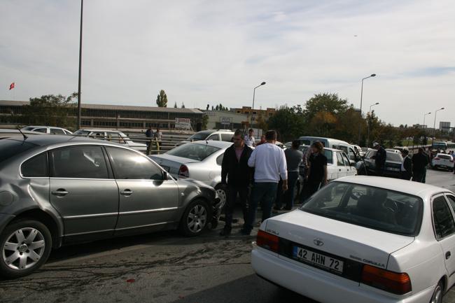 Kaza köprüsünde 10 araç birbirine girdi 4