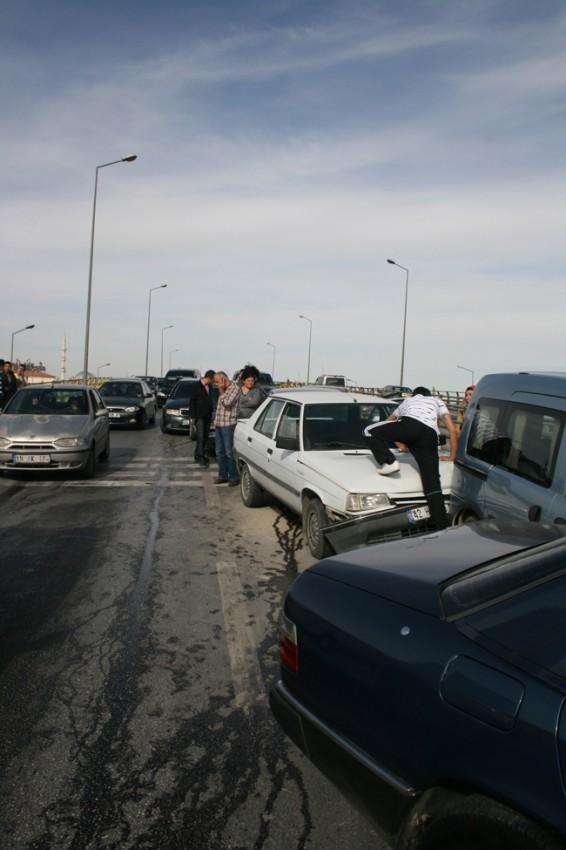 Kaza köprüsünde 10 araç birbirine girdi 5