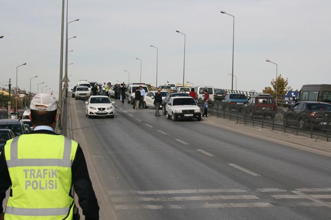 Kaza köprüsünde 10 araç birbirine girdi 7