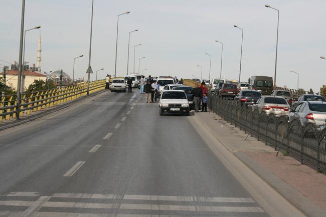 Kaza köprüsünde 10 araç birbirine girdi 8