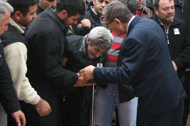 Şehidin annesi oğlunu el sallayarak uğurladı 14