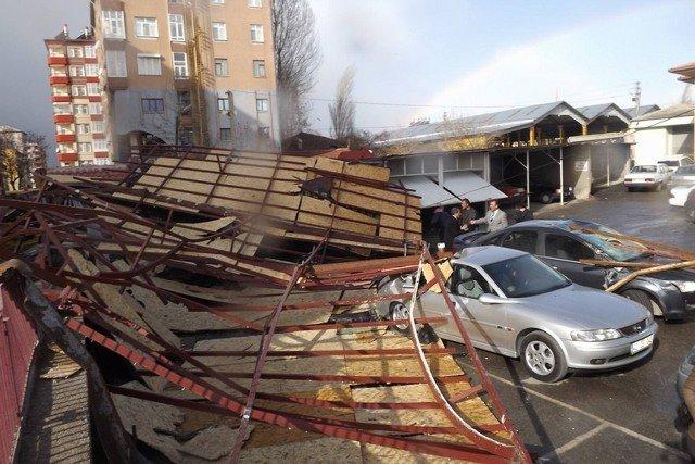 Şiddetli rüzgar çatı uçurdu! 6