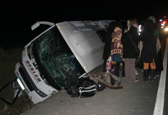 Midibüs devrildi: 22 yaralı 1