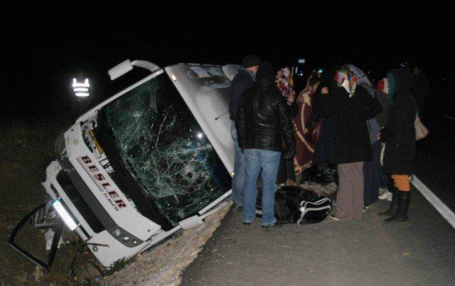 Midibüs devrildi: 22 yaralı 5