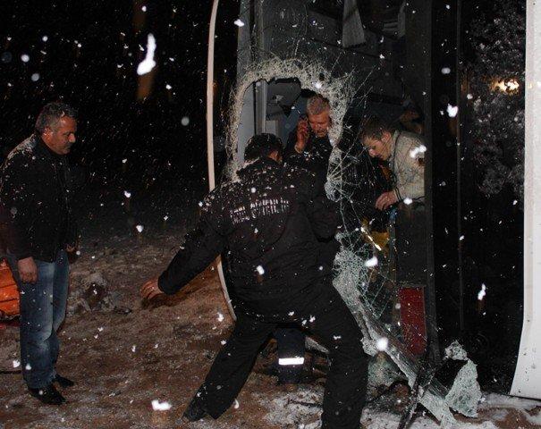 Yolcu otobüsü devrildi: 8 yaralı 8