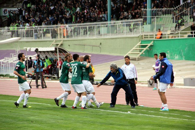 Konyaspor dört köşe! 11