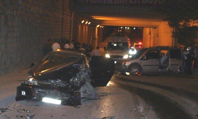 Ehliyetsiz sürücü kaza yaptı: 2 yaralı 1