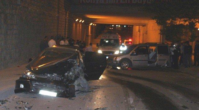 Ehliyetsiz sürücü kaza yaptı: 2 yaralı 3