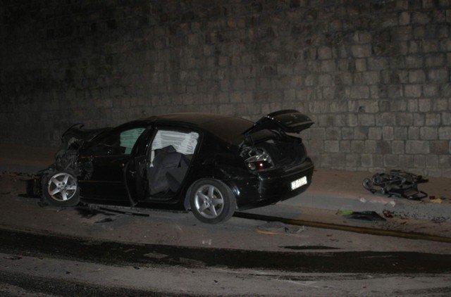 Ehliyetsiz sürücü kaza yaptı: 2 yaralı 4