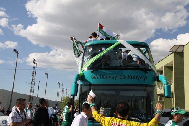 Konya şampiyonu kucakladı 54