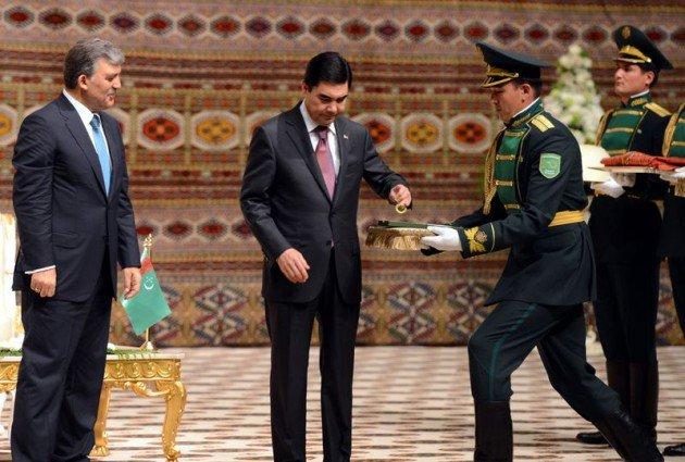 Güle Türkmenistanın en büyük devlet nişanı 2