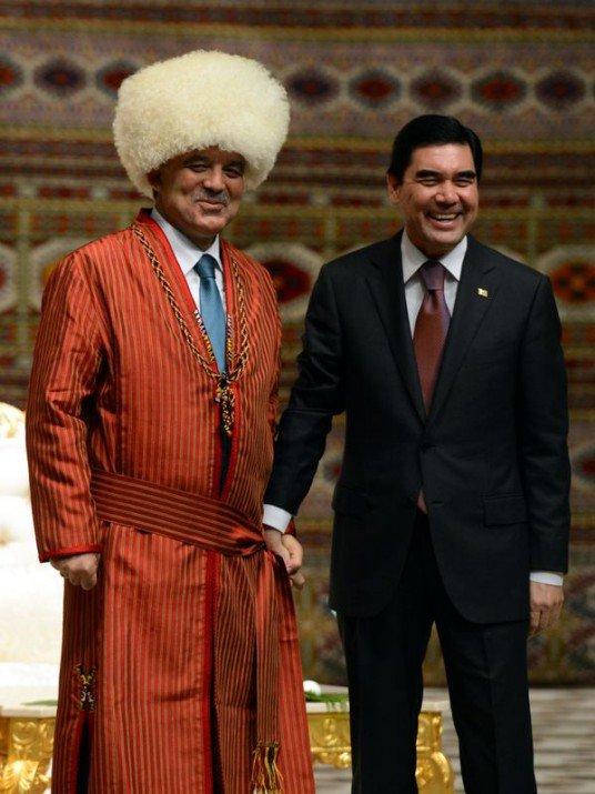 Güle Türkmenistanın en büyük devlet nişanı 5