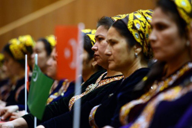 Güle Türkmenistanın en büyük devlet nişanı 8