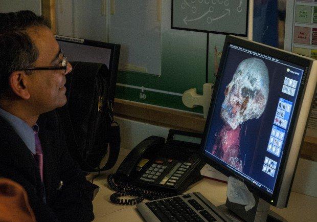 2500 yaşındaki mumya tabuttan çıktı 11