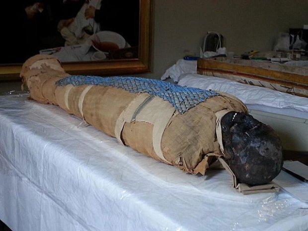 2500 yaşındaki mumya tabuttan çıktı 3
