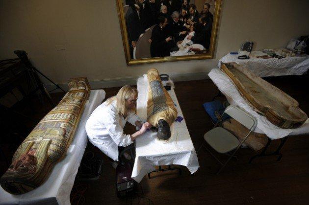 2500 yaşındaki mumya tabuttan çıktı 6