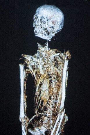 2500 yaşındaki mumya tabuttan çıktı 8