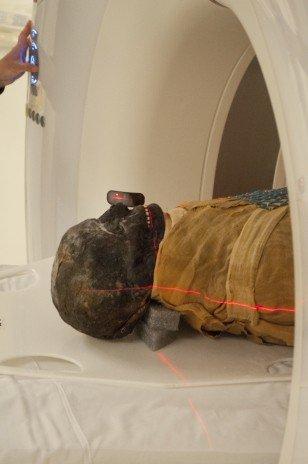 2500 yaşındaki mumya tabuttan çıktı 9