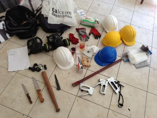 SDP binası baskınında ele geçirilenler 12
