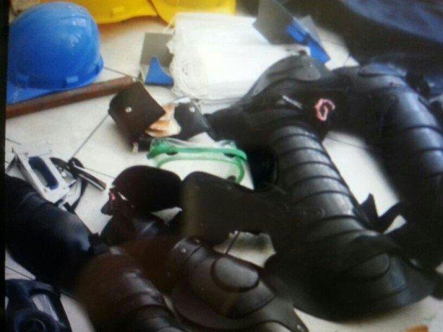 SDP binası baskınında ele geçirilenler 5