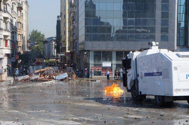 Eylemciler Taksimde TOMA yaktı 1