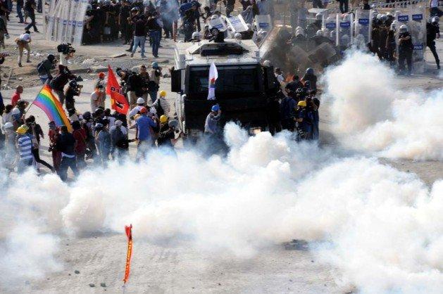 Eylemciler Taksimde TOMA yaktı 10