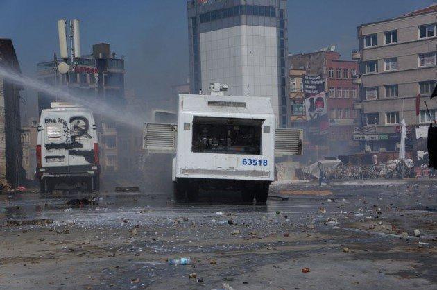 Eylemciler Taksimde TOMA yaktı 11