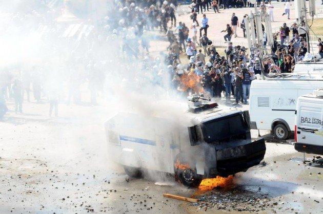 Eylemciler Taksimde TOMA yaktı 17
