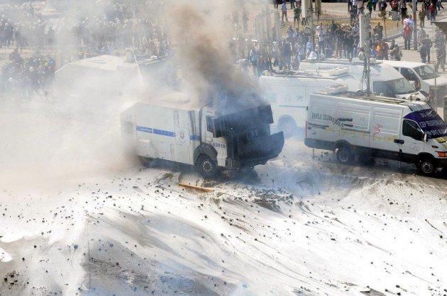 Eylemciler Taksimde TOMA yaktı 18