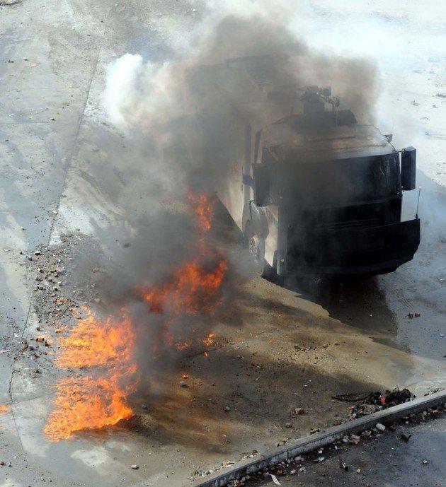 Eylemciler Taksimde TOMA yaktı 21