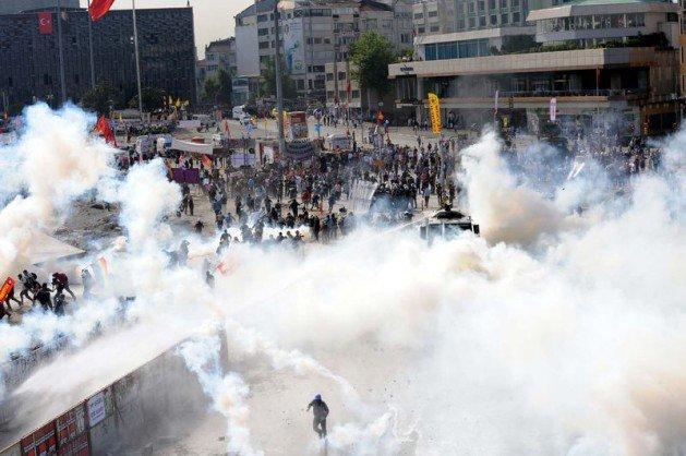 Eylemciler Taksimde TOMA yaktı 3