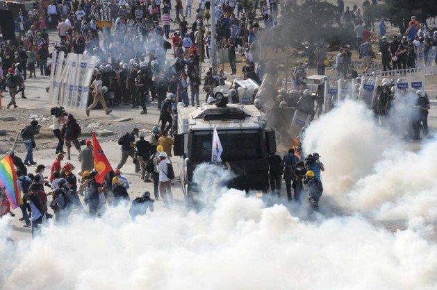 Eylemciler Taksimde TOMA yaktı 6