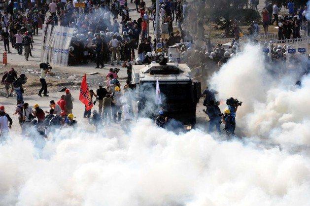 Eylemciler Taksimde TOMA yaktı 7